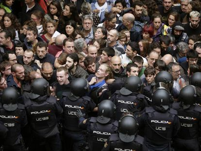 Riot officers with the Spanish National Police in Barcelona on Sunday.