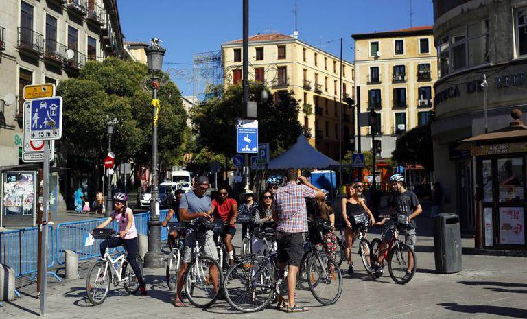 A group of tourists on a bike tour of Lavapiés.