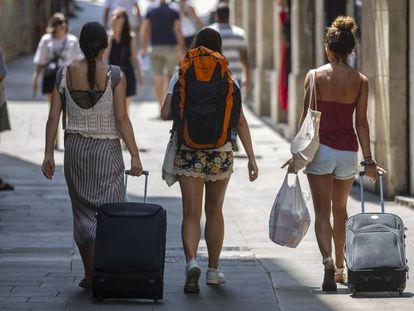 Three tourists in Barcelona.