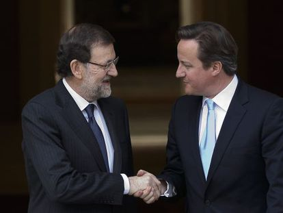 In this April 8, 2013 file photo, Spain's Prime Minister Mariano Rajoy, left, shakes hands with British Prime Minister David Cameron before a meeting at the Moncloa Palace, in Madrid.