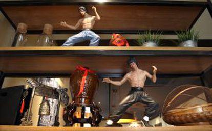 A shelf inside the restaurant Kung Fu