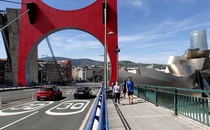 Sign indicating the 30km/h speed limit in Bilbao.