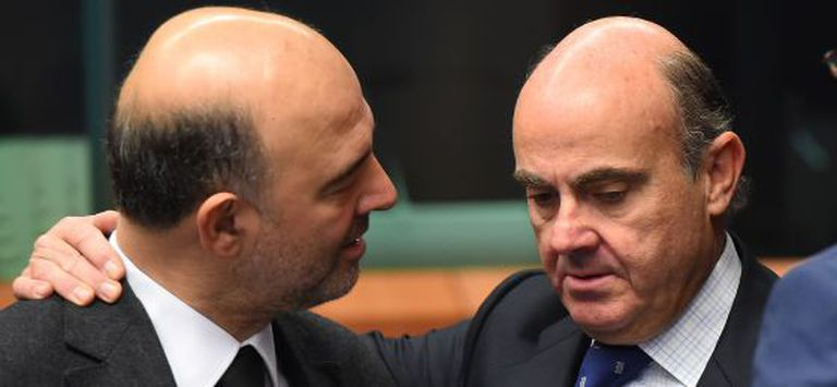 European economic affairs commissioner Pierre Moscovici (left) with Spanish Economy Minister Luis de Guindos.