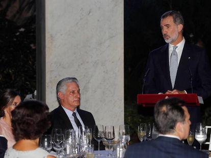 Felipe VI speaking in front of Cuban President Miguel Díaz-Canel in Havana.