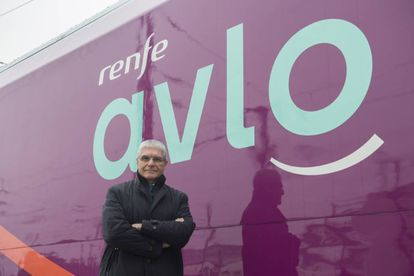 Renfe chief Isaías Táboas in front of an AVLO train.