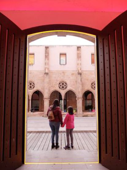 The postmodern entrance to the Antiguo Convento de Sant Agustí.