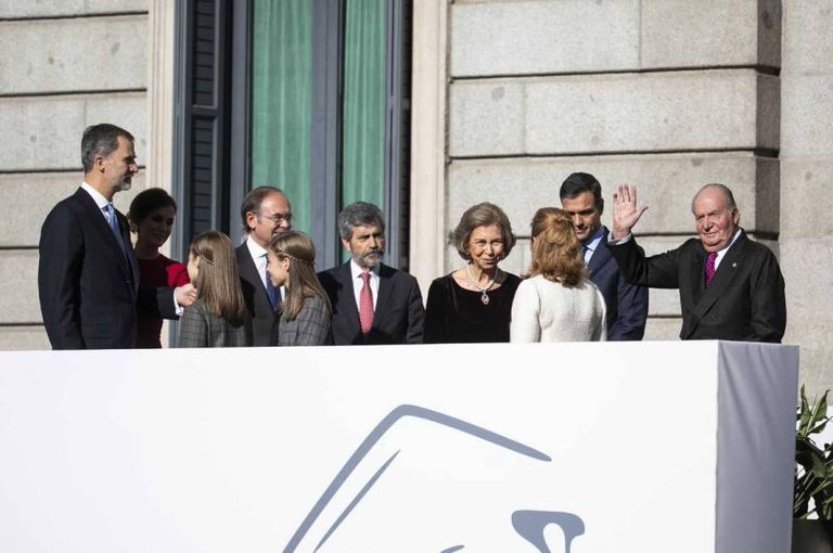 Former King Juan Carlos (r) with the Spanish royal family in December.