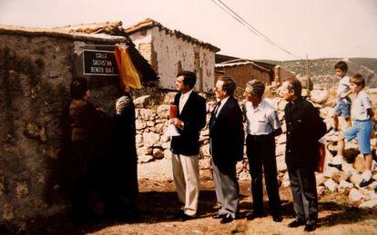 Carlos Rivera, mayor of Torremocha del Jarama (Madrid) since 1979, inaugurates a street in 1990.