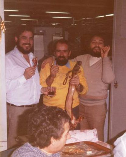 José Manuel Grandela (first left), and Carlos González (r) with colleagues from the Fresnedillas base in 1983.