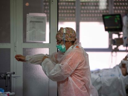 A healthcare worker at Principe de Asturias hospital in the Madrid region.