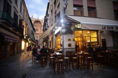 The Alhambra tapas bar, next to Granada's cathedral. / Nano Calvo