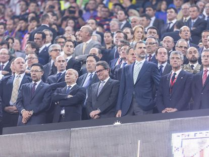 King Felipe (third from right) with former Catalan premier Artur Mas to his right at the King's Cup final last May.