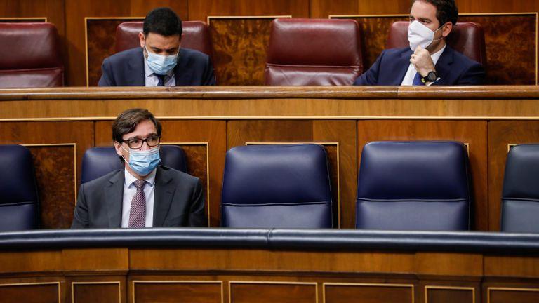 Health Minister Salvador Illa (l) in Congress today.
