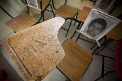 A empty school desk at the Ayotzinapa teaching school.