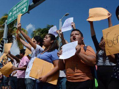 Demonstration for missing students in Veracruz.