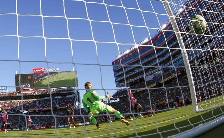 Milan plays Barcelona in Santa Clara in the United States.