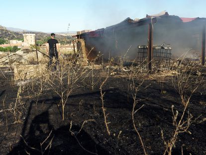 A warehouse destroyed by the fire in Villaviciosa (Ávila).
