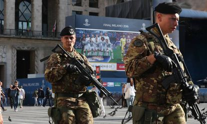 Italian soldiers patrol central Milan.