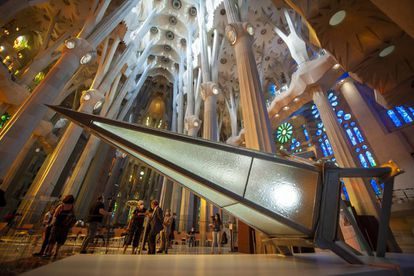 One of the points of the star that will crown the tower of the Virgin Mary.