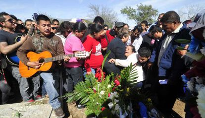 The family of Kombo Kolombia's Javier Flores mourn at his funeral in Monterrey.