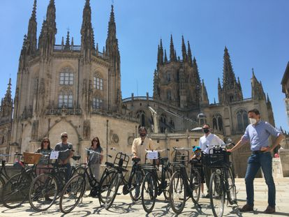 Cyclists pose with their Dutch bicycles next to the cathedral in Burgos.