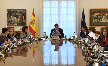 Pedro Sánchez presides over today's Cabinet meeting.
