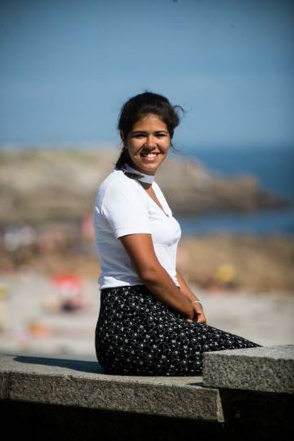 Andrea, a Venezuelan student residing in Madrid, on holiday in A Coruña.