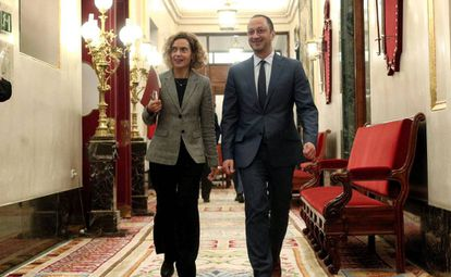 House speaker Meritxell Batet and her deputy Alfonso Rodríguez Gómez de Celis.