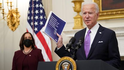 US President Joe Biden with Vice President Kamala Harris (l) at the White House.