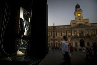 Phone booth 7313U in Madrid's Puerta del Sol.