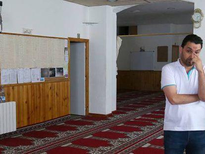 Two parishoners at the mosque in Ripoll where Abdelbaki Es Satty was imam.