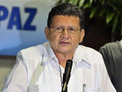 """FARC delegation member Jorge Torres Victoria (l) and Luciano Marín Arango, alias """"Iván Márquez,"""" on their arrival at the Havana peace talks on Tuesday."""
