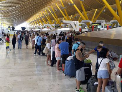 People in the departure area at Terminal 4 in Adolfo Suárez Madrid–Barajas Airport.