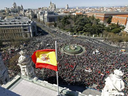 Protestors demonstrating against the government's labor reforms pass through Plaza de Cibeles on Sunday.