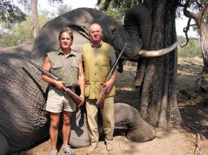 King Juan Carlos poses with another hunter in front of a dead elephant in Botswana in 2006. The image is taken from the rannsafaris.com website.