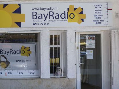 Bay Radio, an unlicensed station broadcasting out of El Arenal, in Jávea (Alicante)