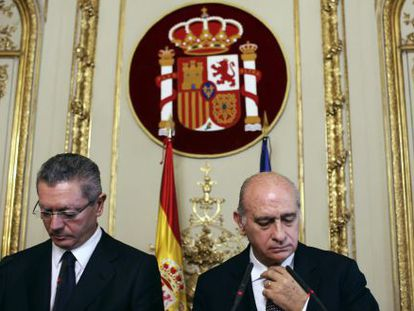 Spain's Justice Minister Alberto Ruiz-Gallardón (l) and Interior Minister Jorge Fernández-Díaz hold a joint news conference to discuss the ECHR ruling.