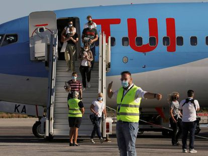 A TUI Airways flight arriving in Kos (Greece) in June.