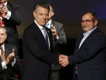 Colombia's Santos and FARC leader Timochenko after signing revised peace deal.