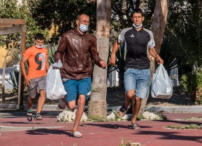 Three Moroccan men in Ceuta flee from police on May 23.
