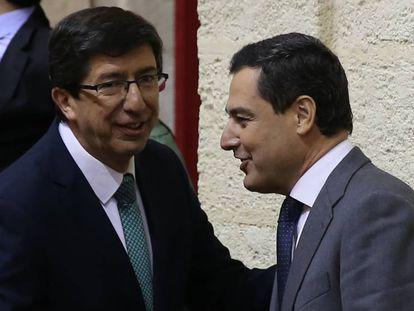 Juan Manuel Moreno and Juan Marín in parliament.