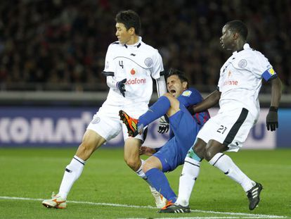 David Villa breaks his leg while playing against Al Saad at the Club World Cup in Japan last December.