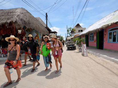 Tourists in Isla Holbox.