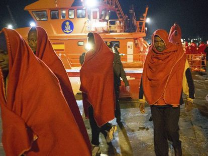 The rescued migrants arriving at the port of Almería.