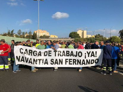 Shipyard workers in Cádiz demanding that the Saudi contract be preserved.