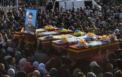 The funeral of five members of the Syrian Democratic Forces, Kurdish-Arabic militias, which took place on October 14 in Qamishli.