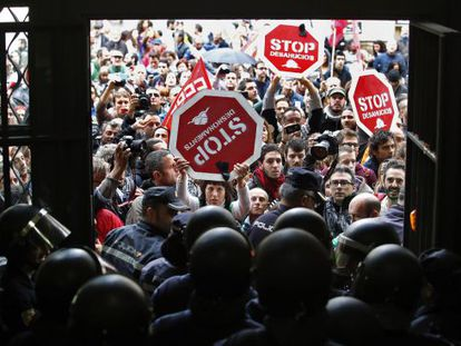 Protestors attempt to storm the Bank of Spain in Madrid.