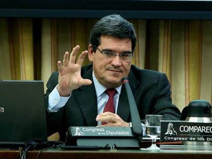 The president of AIReF, Jose Luis Escriva, speaks before Congress.