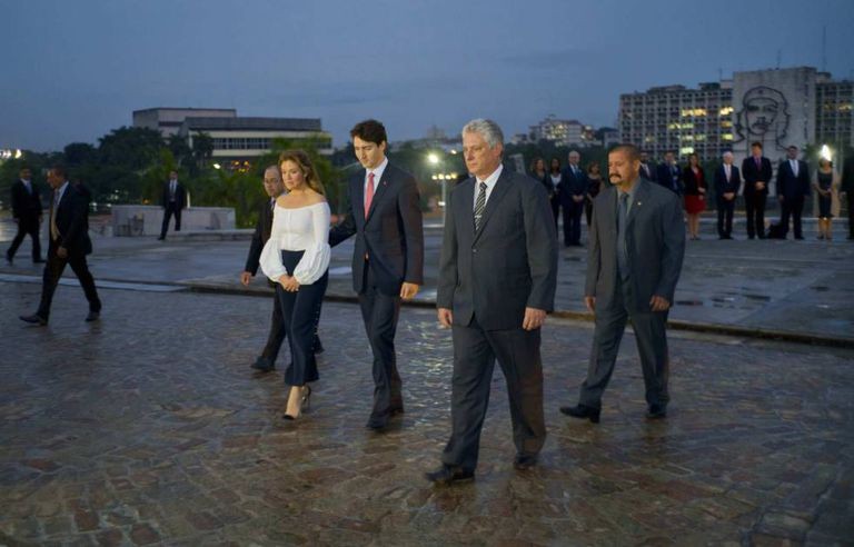 Díaz Canel (c) with Canadian Prime Minister Justin Trudeau.