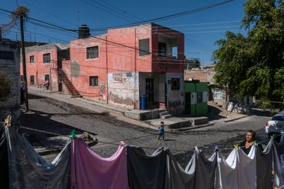 Residents of the Lázaro Cárdenas neighborhood on the street where the shootout took place between members of the National Guard and a gang of four on February 3, 2021.